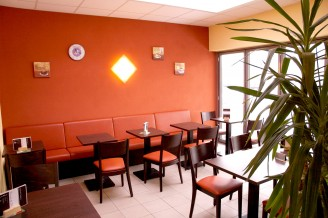 Der Nebenraum des Cafés Bans and More